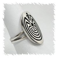 Native American ring maze with narrow band
