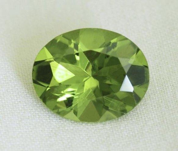 Peridot_cut_stones_peridot_faceted_stones